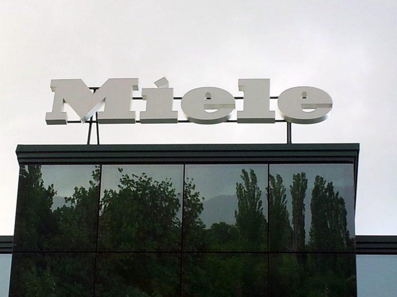 Обемни букви Miele от алуминий (подизпълнител на фирма Пастел)