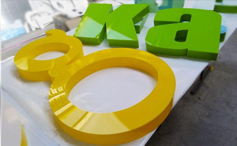 обемни букви от плексиглас