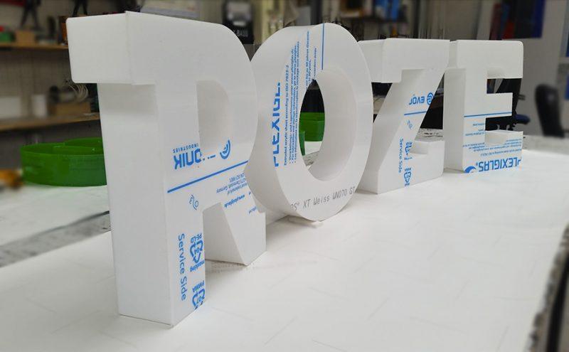 Обемни букви от плексиглас опал
