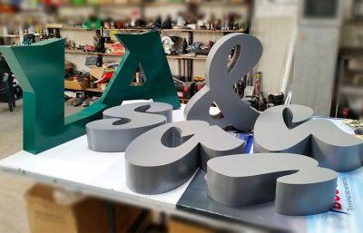 Букви от алуминиева ламарина
